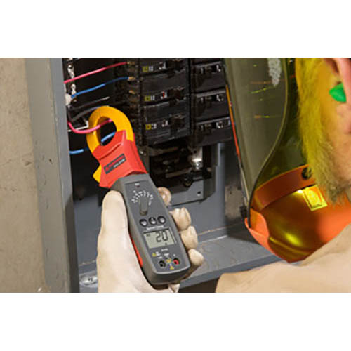 Amprobe ACD-22SW 600V/400A TRMS AC Auto/Manual Swivel Clamp Meter with Voltect NCV Dectector (In Action)