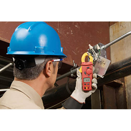 Amprobe AC75B 750VAC/1000VDC/600A Digital Clamp Meter with Temperature and K-Type Probe (In Action)